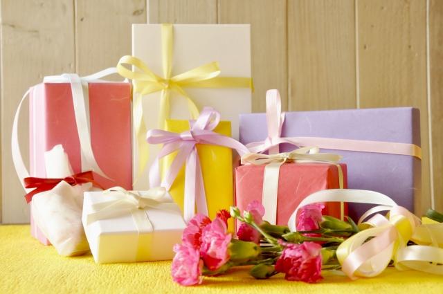 様々な種類のプレゼントの写真